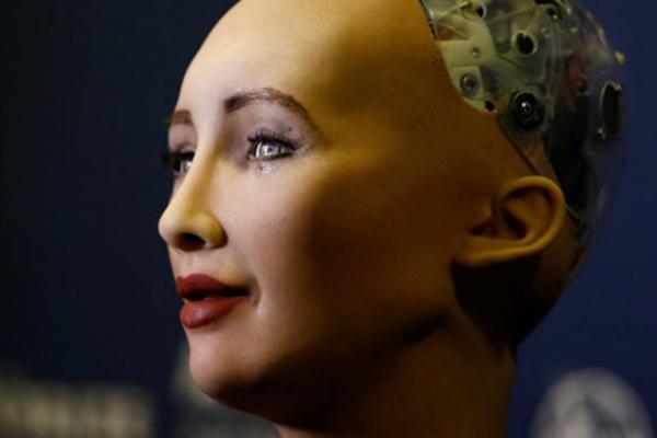 Robot 'Sophia' bir dil daha konuşacak